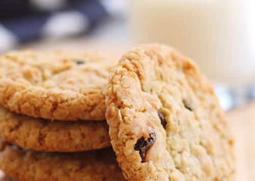 Easy Oatmeal Raisin Cookies